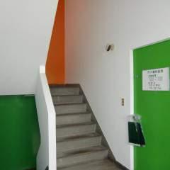 各階にも違う色味を配色してメリハリをつけています。