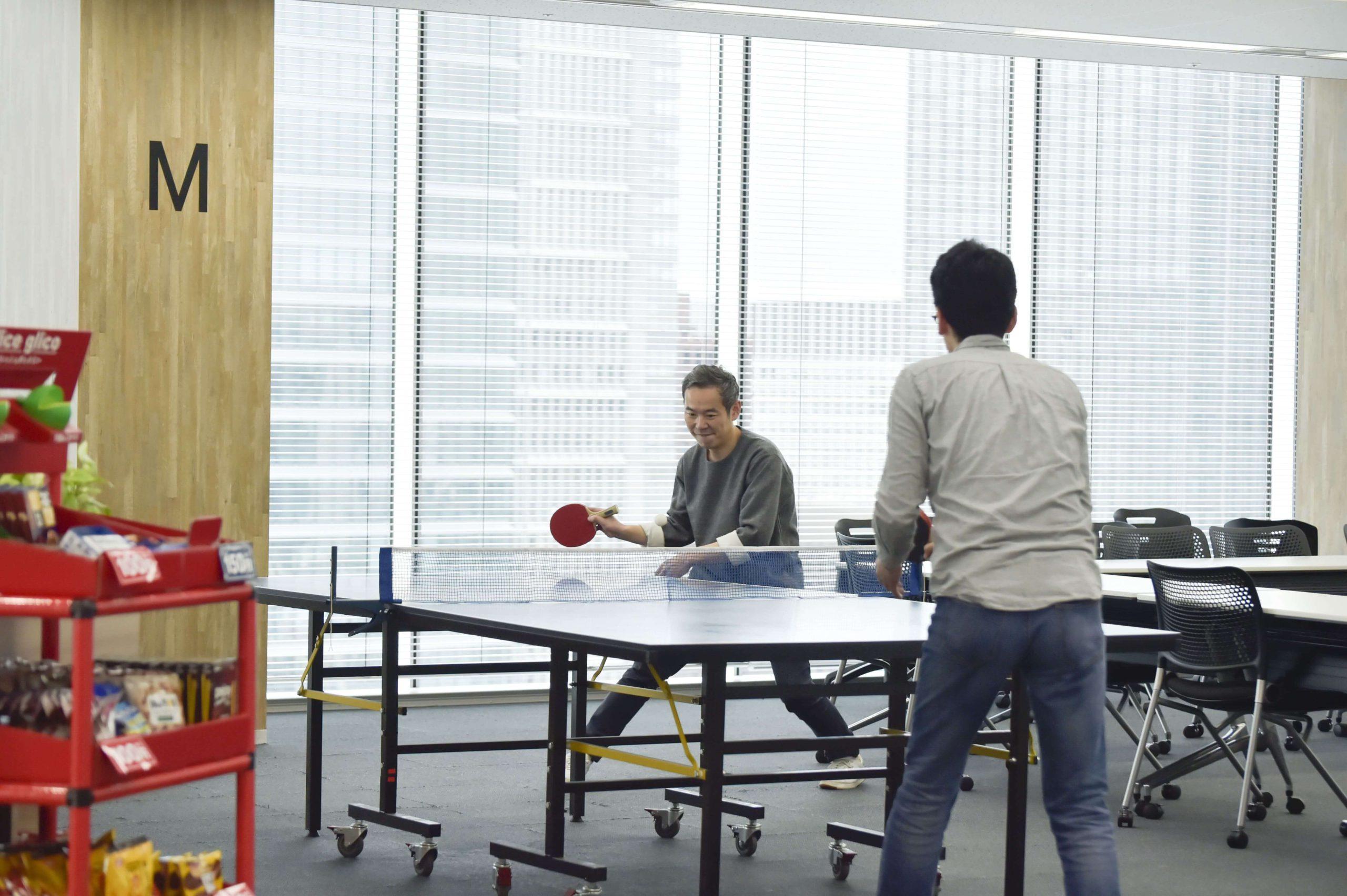 専務と卓球